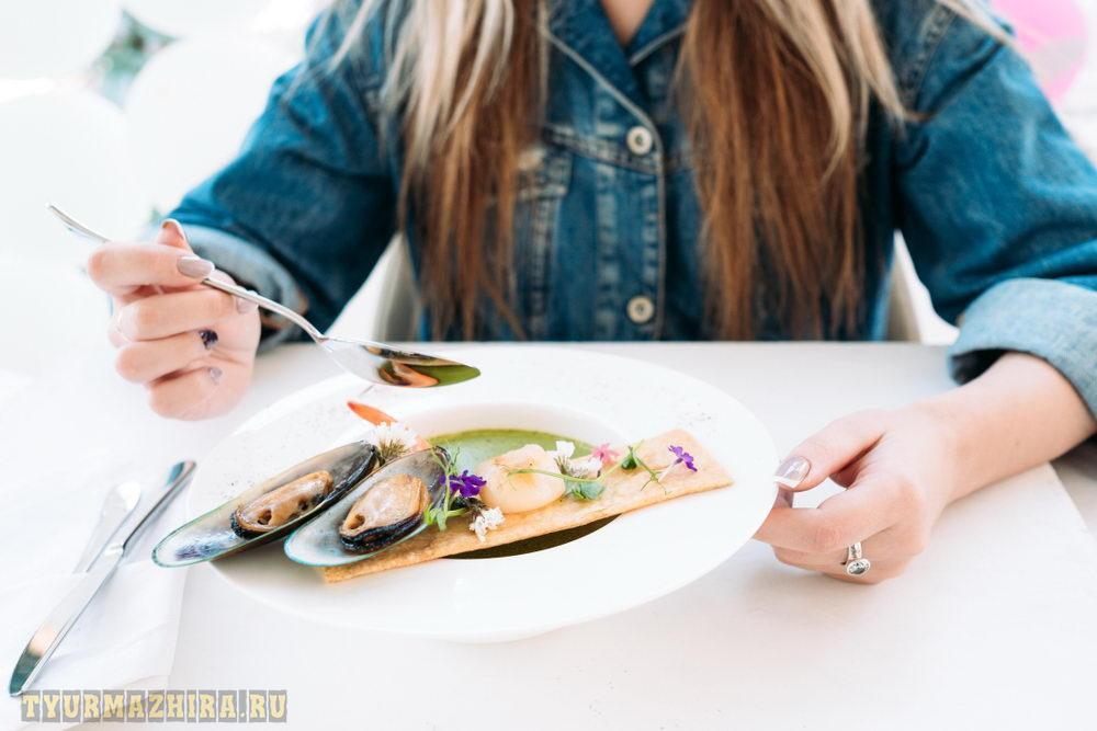 питание вне дома (по ресторанным ценам) заставит вас есть меньше